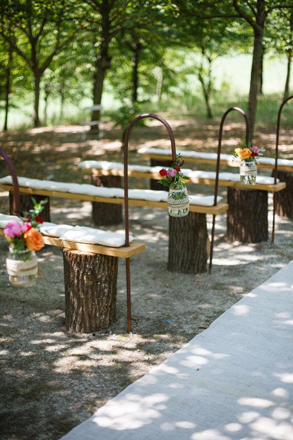 panche in legno per cerimonia all'aperto