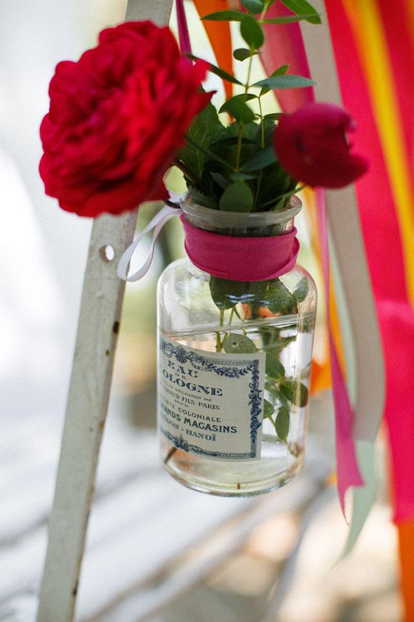 rose in bottiglietta vintage