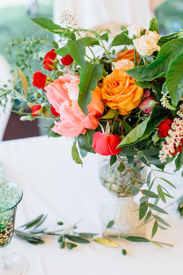 centrotavola rosso, arancione, rosa e verde