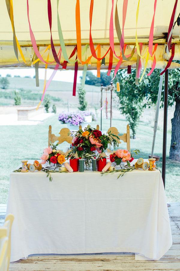 tavolo degli sposi colorato
