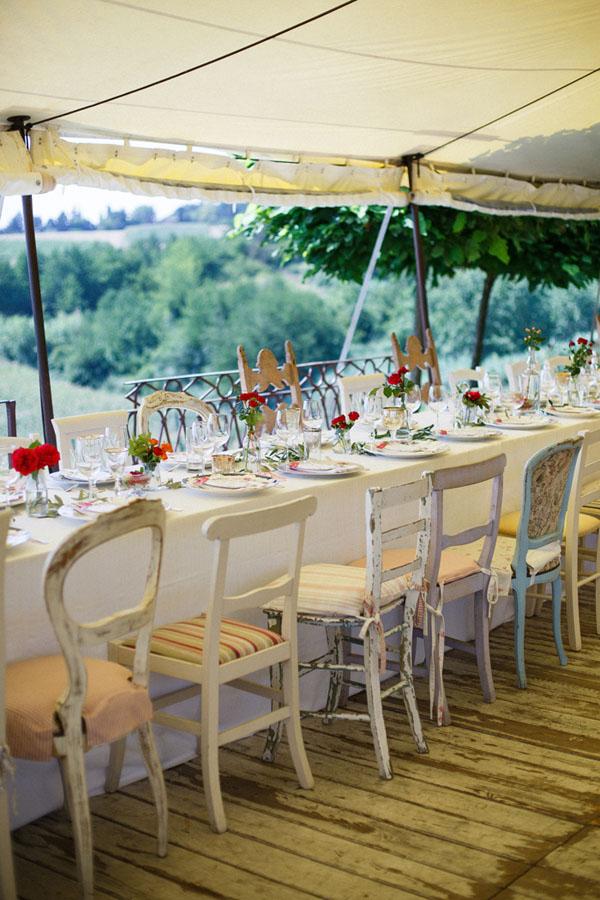 tavolo matrimonio con sedie vintage