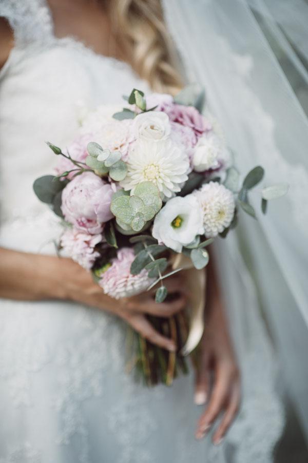 bouquet bianco e rosa con dalie e peonie