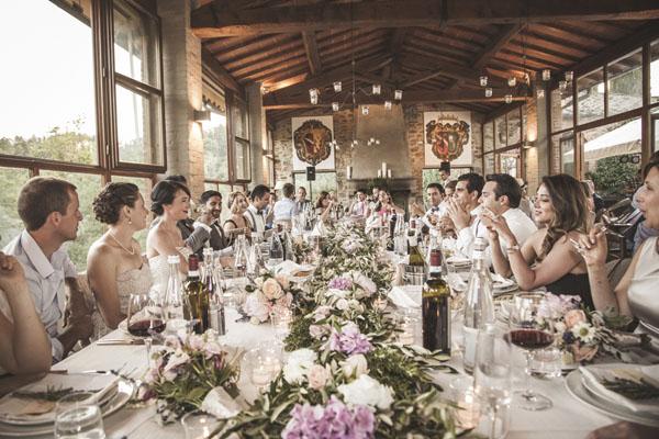 Matrimonio Rustico Genova : Lavanda e tradizioni persiane per un matrimonio in toscana