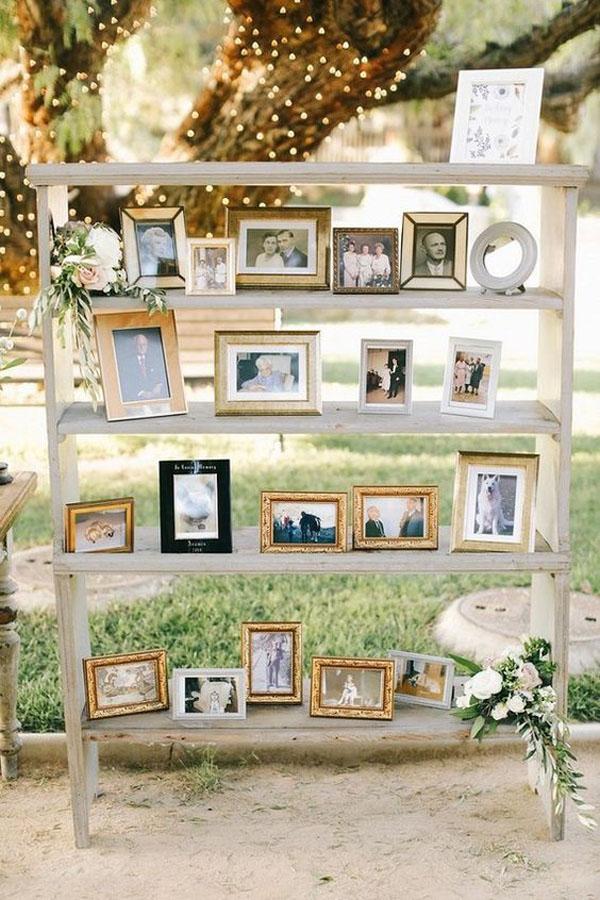 mensole con foto di famiglia
