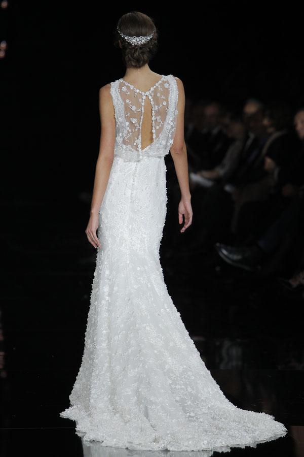 abito da sposa con scollatura sulla schiena pronovias atelier