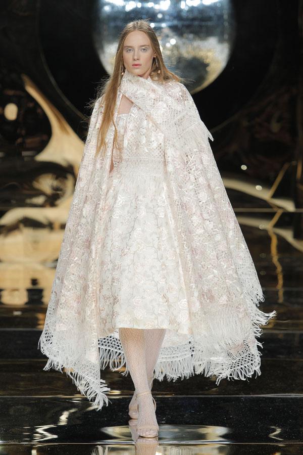 abito da sposa con mantella Yolan Cris