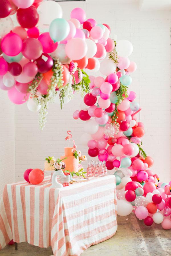10 decorazioni fai da te con i palloncini for Arco per rampicanti fai da te