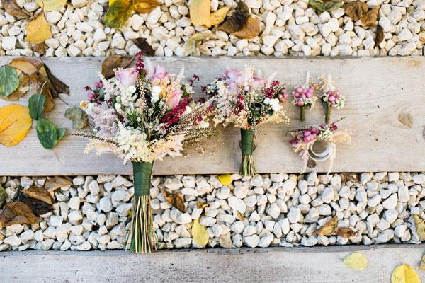 bouquet e bottoniere autunnali rosa