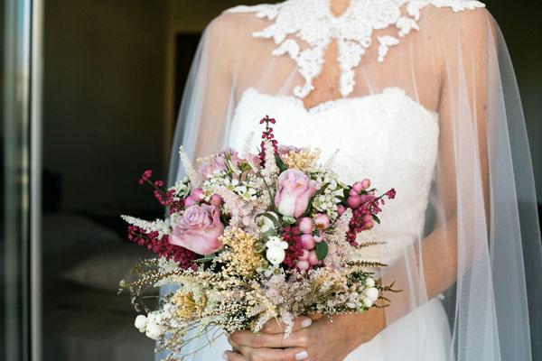 bouquet autunnale con bacche rosa