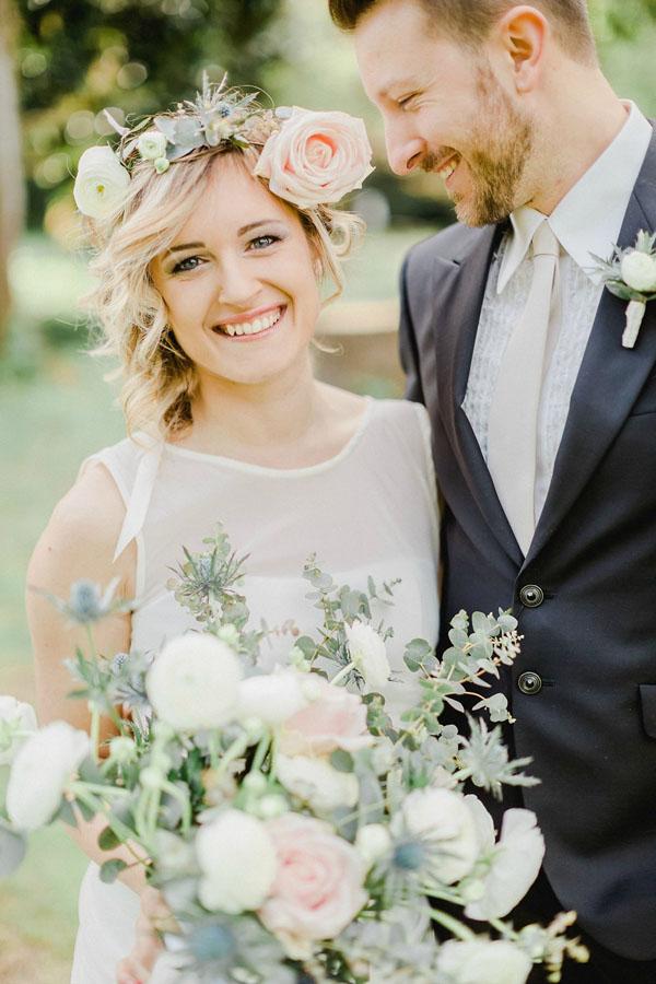 sposa boho con corona di fiori