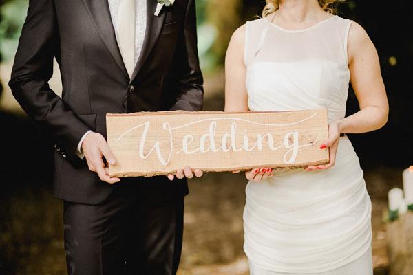 cartello wedding in legno e calligrafia