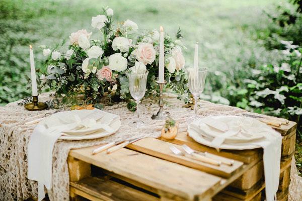 tavola matrimonio bohémien con pallet