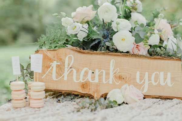 "cartello ""thank you"" in legno e calligrafia"