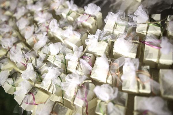 scatole bomboniere con nastri e tulle