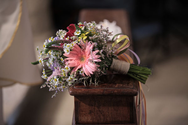 bouquet country con camomilla e gerbere