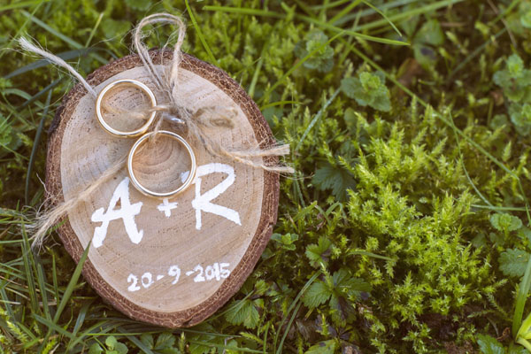 porta fedi rustico in legno e spago
