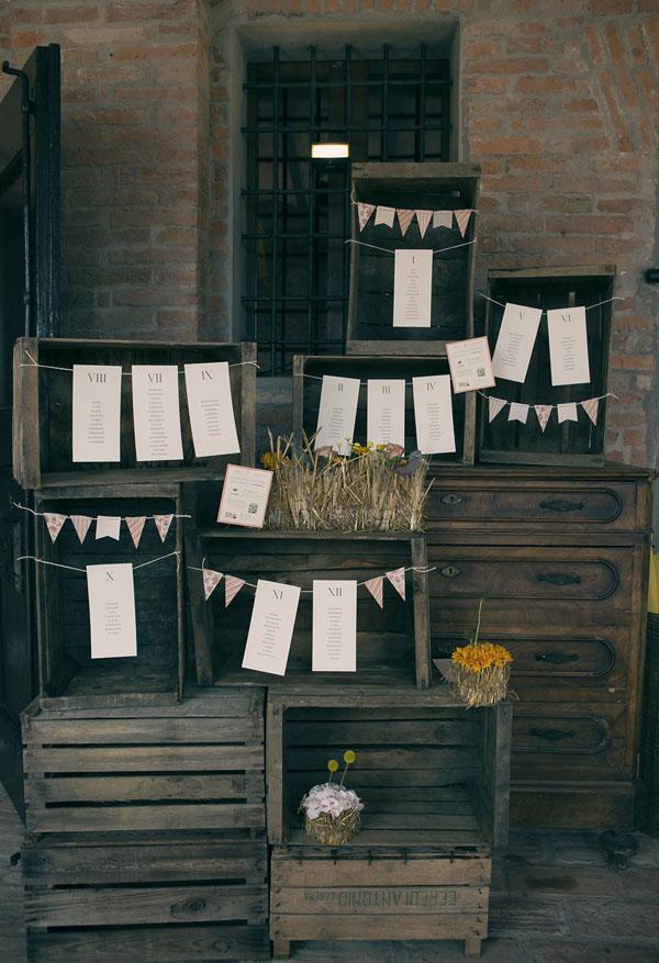 tableau de mariage con cassette di legno e cassettiera vintage