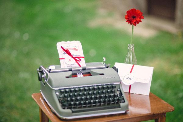 allestimento matrimonio con macchina da scrivere vintage