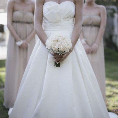 Un matrimonio rustico e una cerimonia religiosa all'aperto