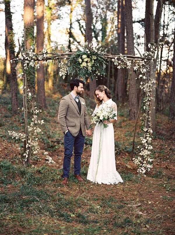 arco nuziale rustico per cerimonia nel bosco