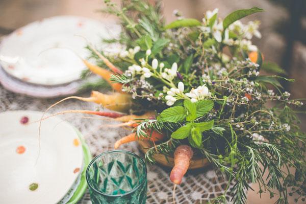 centrotavola di fiori e verdura