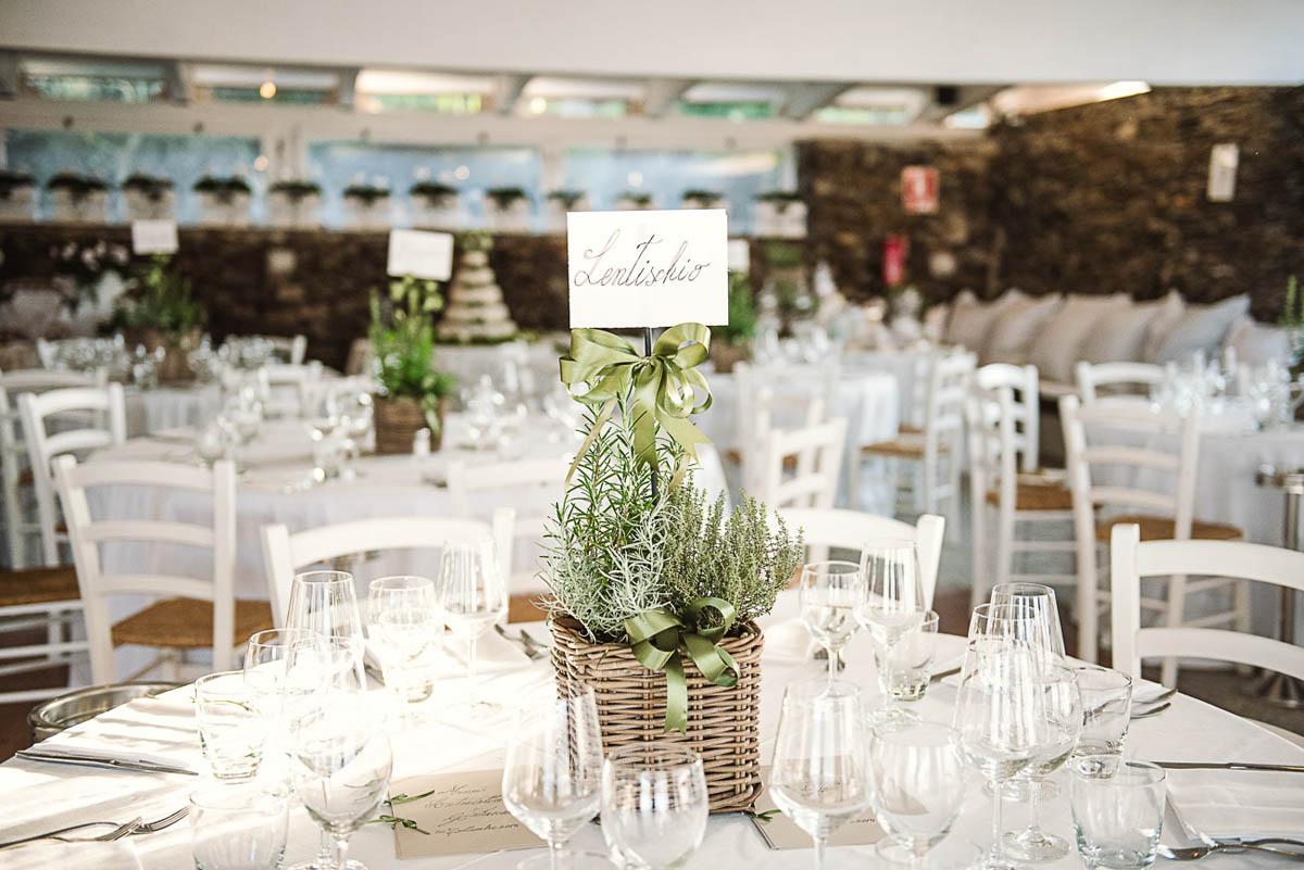 Matrimonio Tema Romantico : Un matrimonio al profumo di erbe aromatiche in sardegna