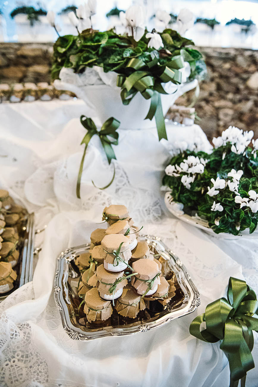 Matrimonio Tema Sardegna : Un matrimonio al profumo di erbe aromatiche in sardegna