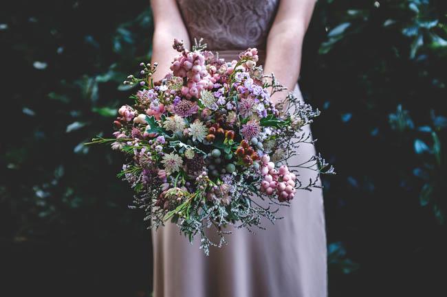bouquet di bacche e fiori selvatici