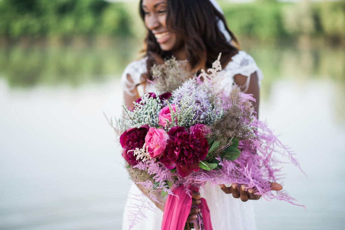 bouquet boho chic con peonie fucsia