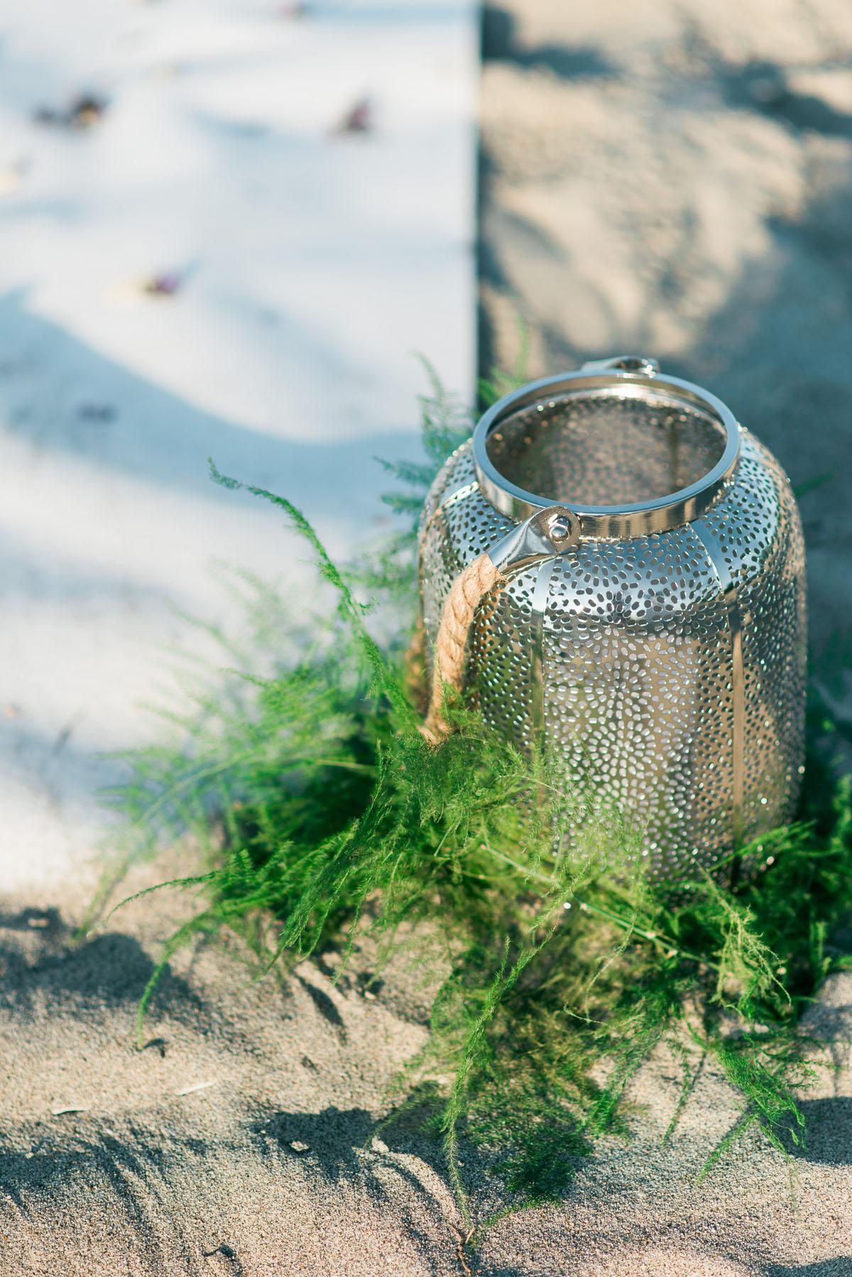 allestimento cerimonia boho chic sulla spiaggia