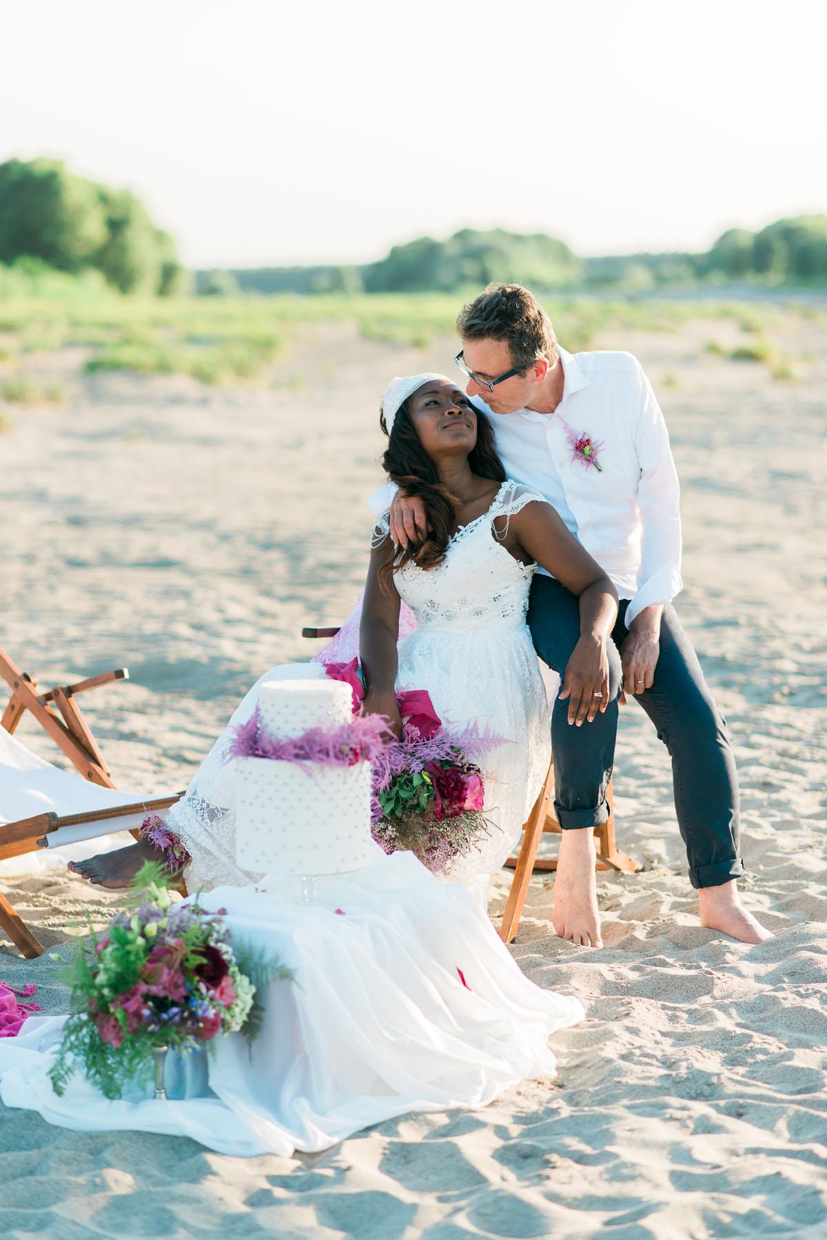 Matrimonio Simbolico Sulla Spiaggia : Un matrimonio boho chic e colorato sulle rive del po