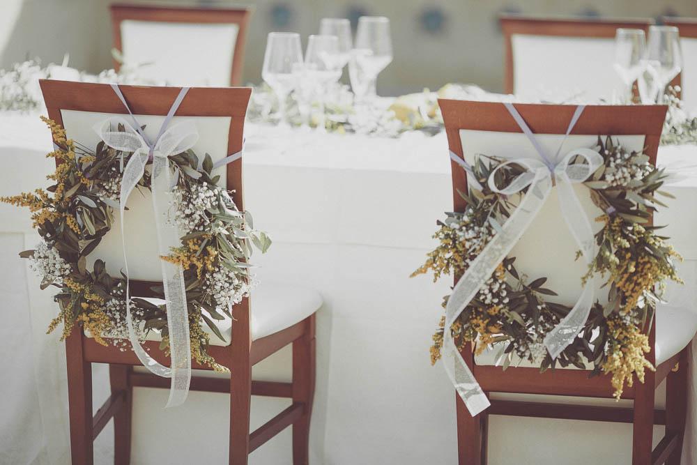 sedie degli sposi decorate con lavanda