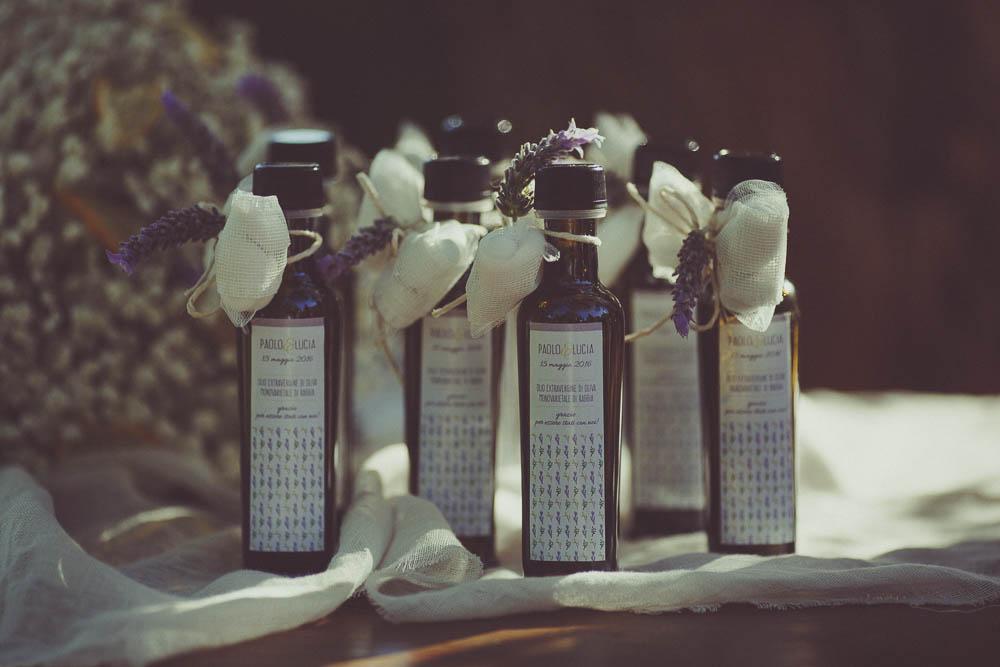 bomboniere con olio di oliva, lavanda e confetti