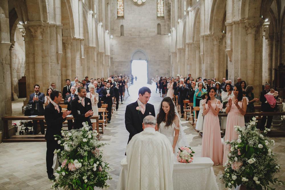 allestimento cerimonia in chiesa rosa cipria