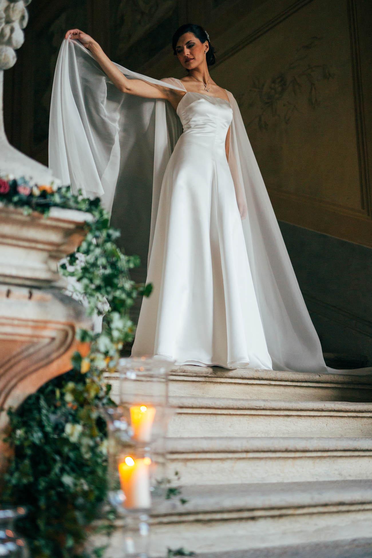 abito da sposa con mantella