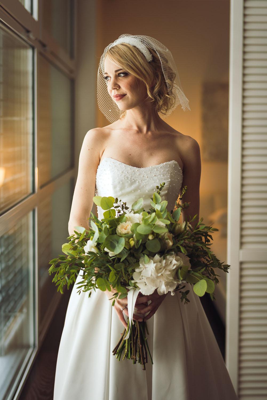 bouquet organico con foliage e ortensie bianche