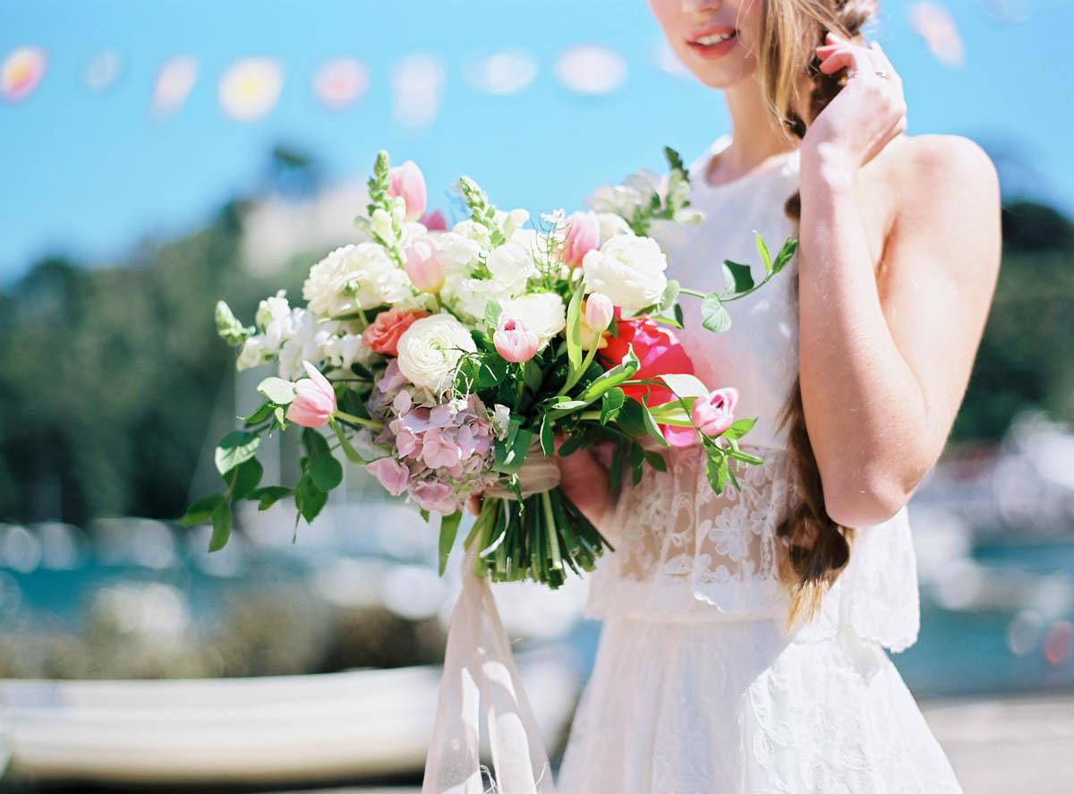 bouquet bianco e rosa con tulipani e peonie
