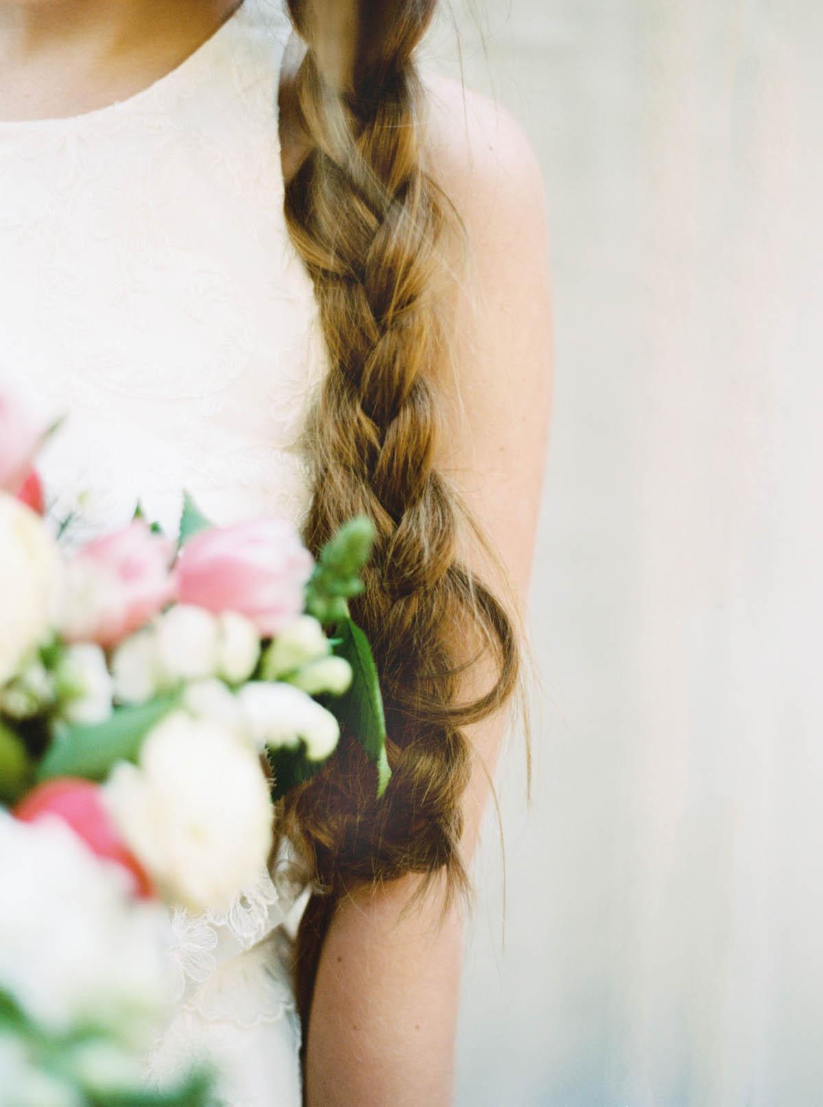 treccia laterale per la sposa