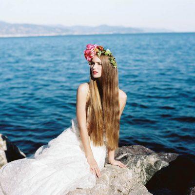 Una sposa boho sulla spiaggia
