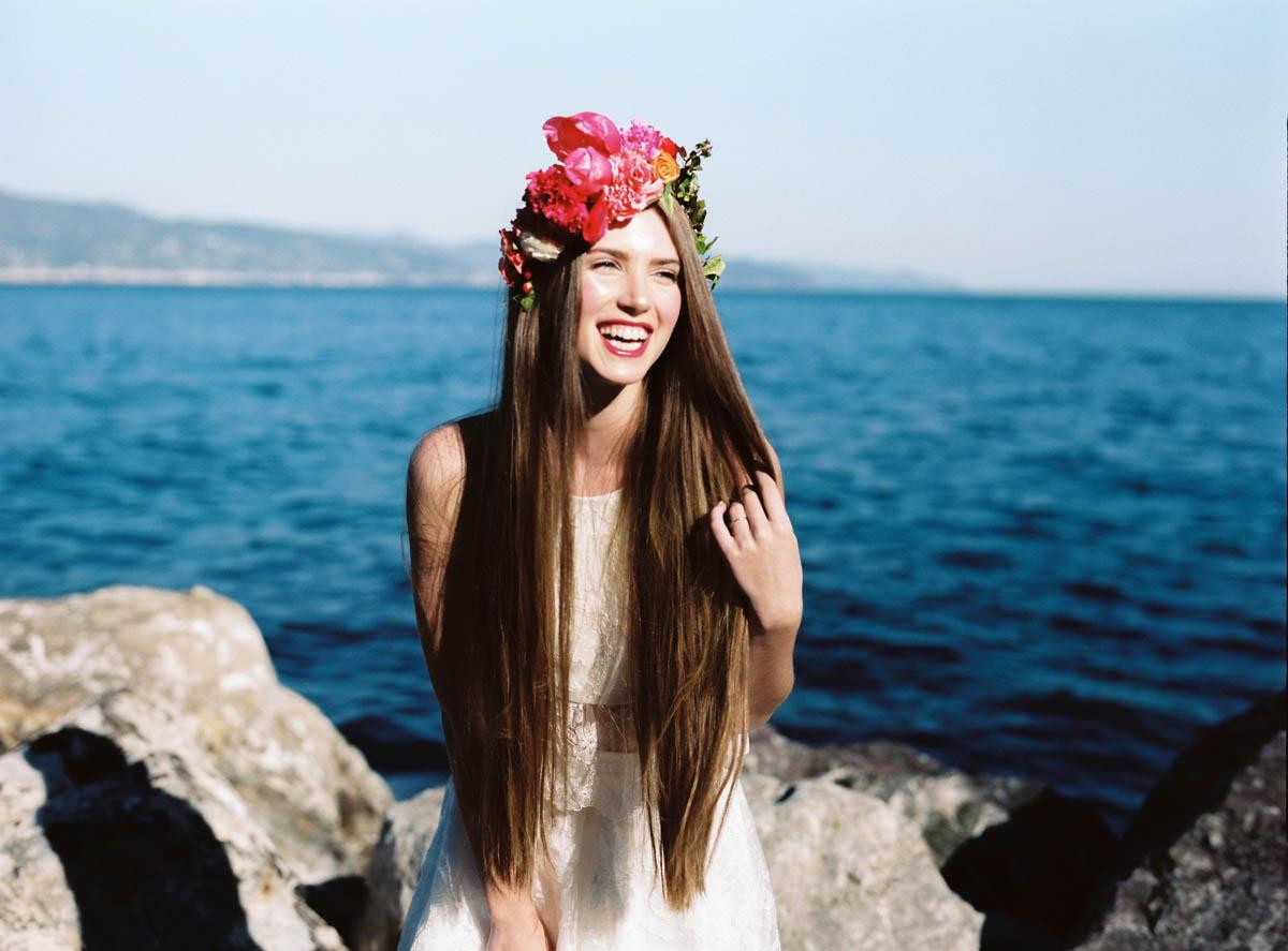 corona di fiori con peonie corallo