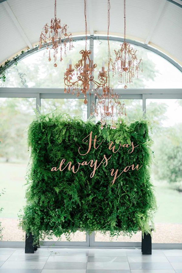 backdrop con foliage e scritta laser cut