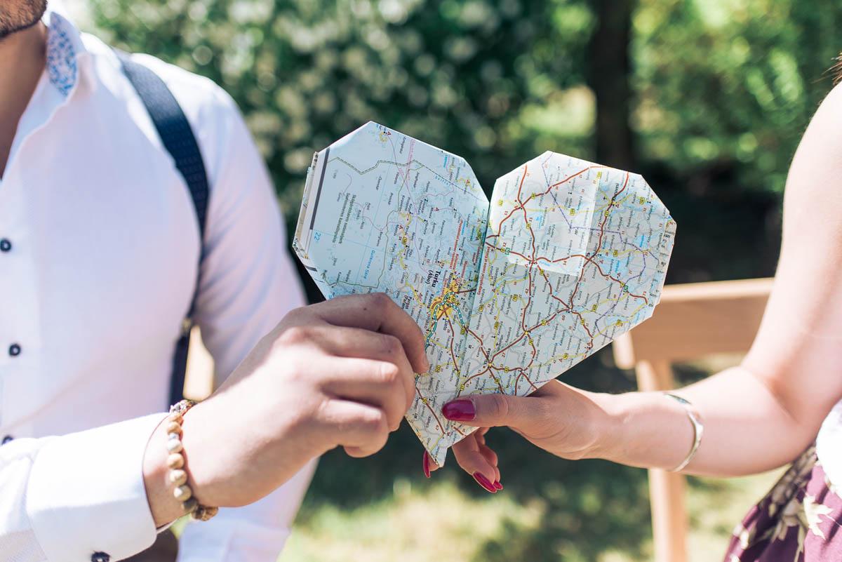 cuore origami con carta geografica
