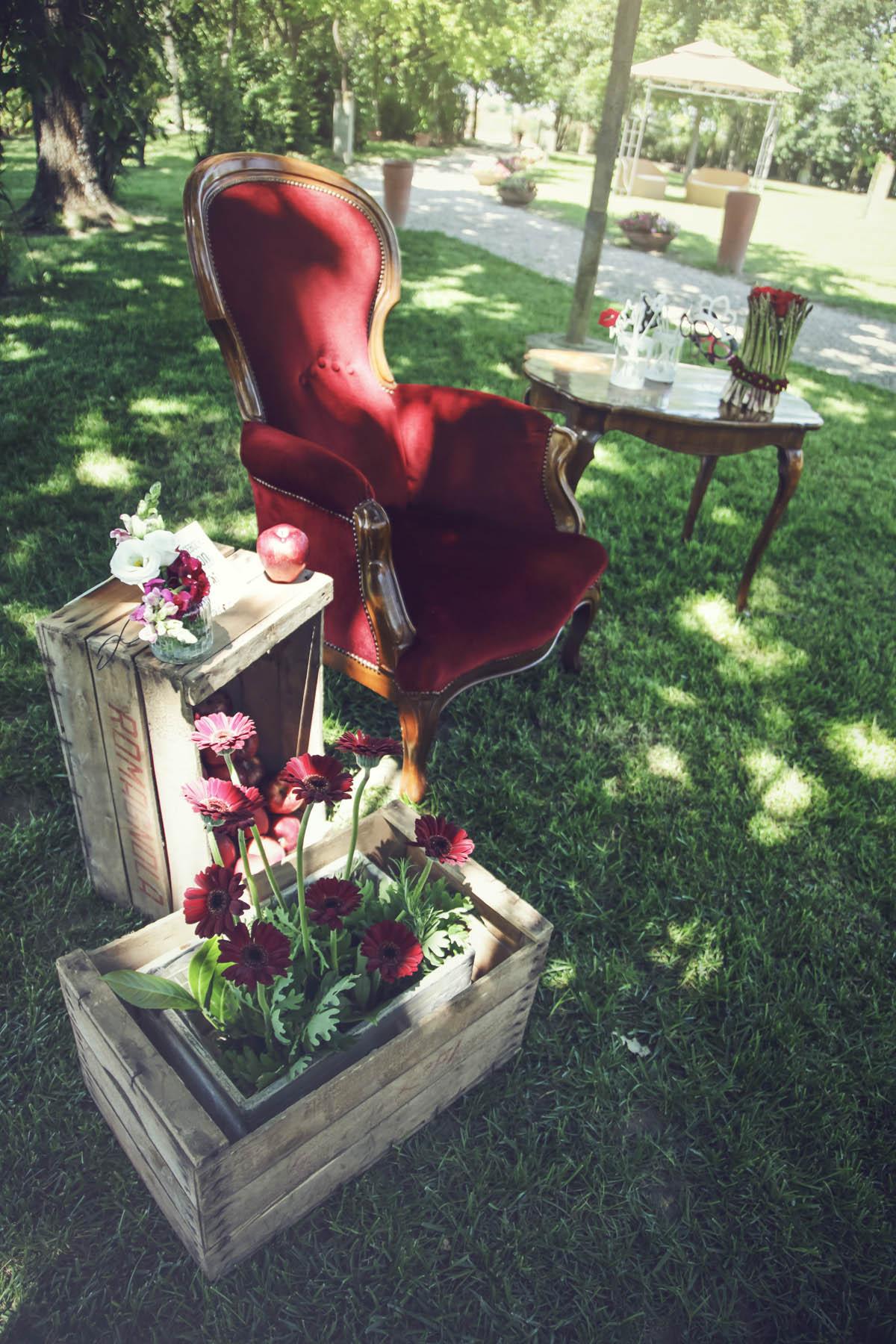 allestimento matrimonio country in rosso
