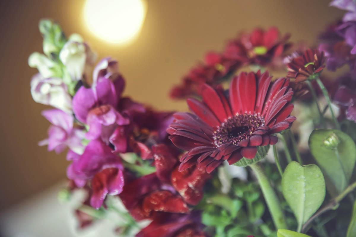 composizione floreale con gerbere rosse