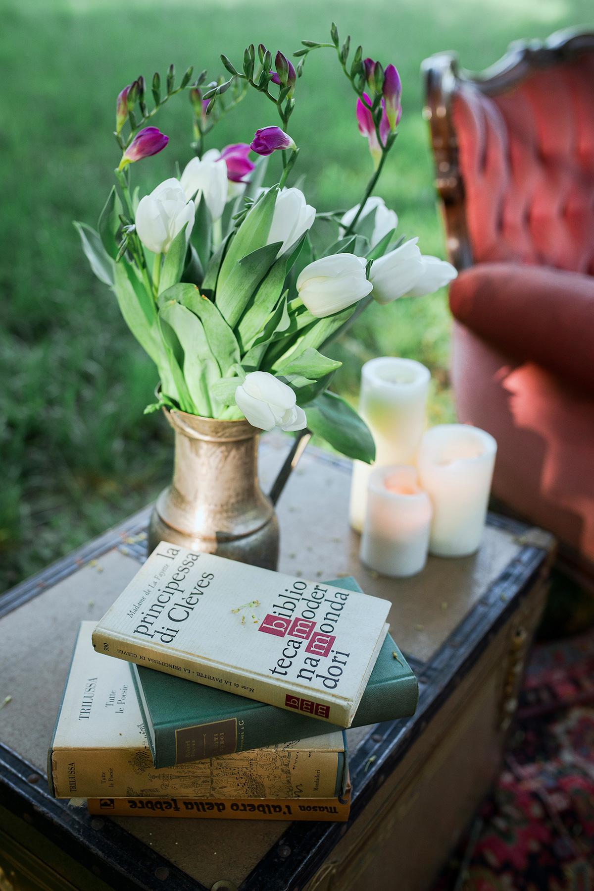 allestimento matrimonio boho chic con libri