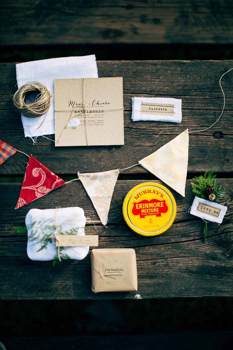 inviti e dettagli matrimonio rustico in montagna