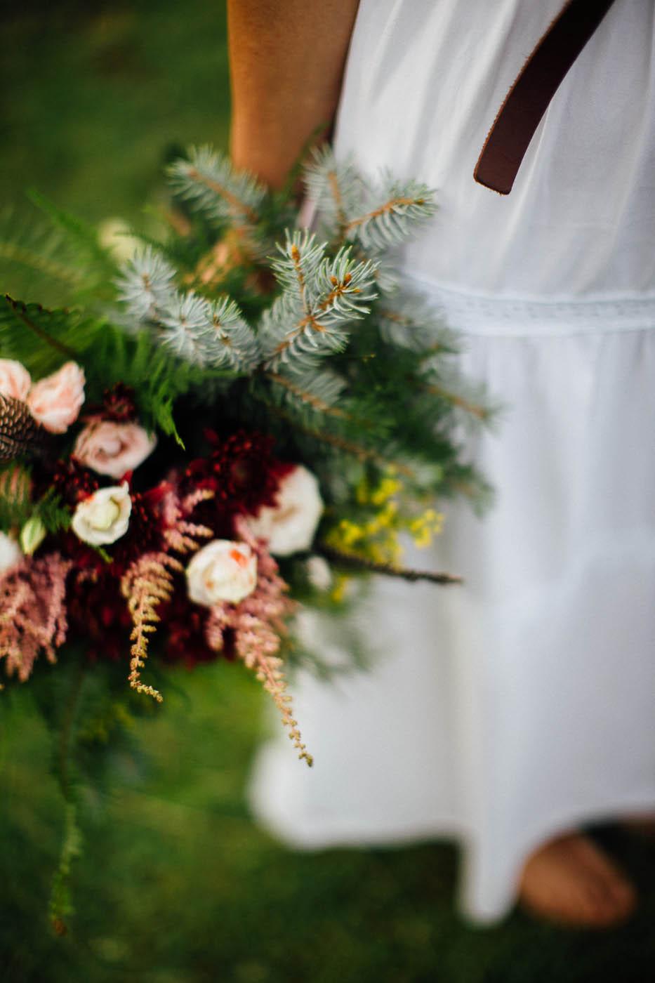 bouquet boho chic per matrimonio in montagna