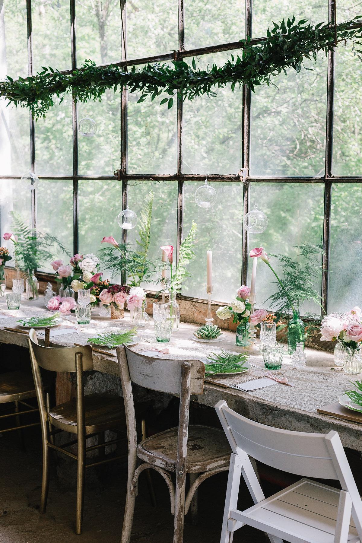 tavola matrimonio botanico in serra
