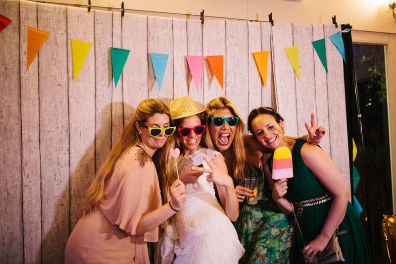 photo booth con bandierine colorate