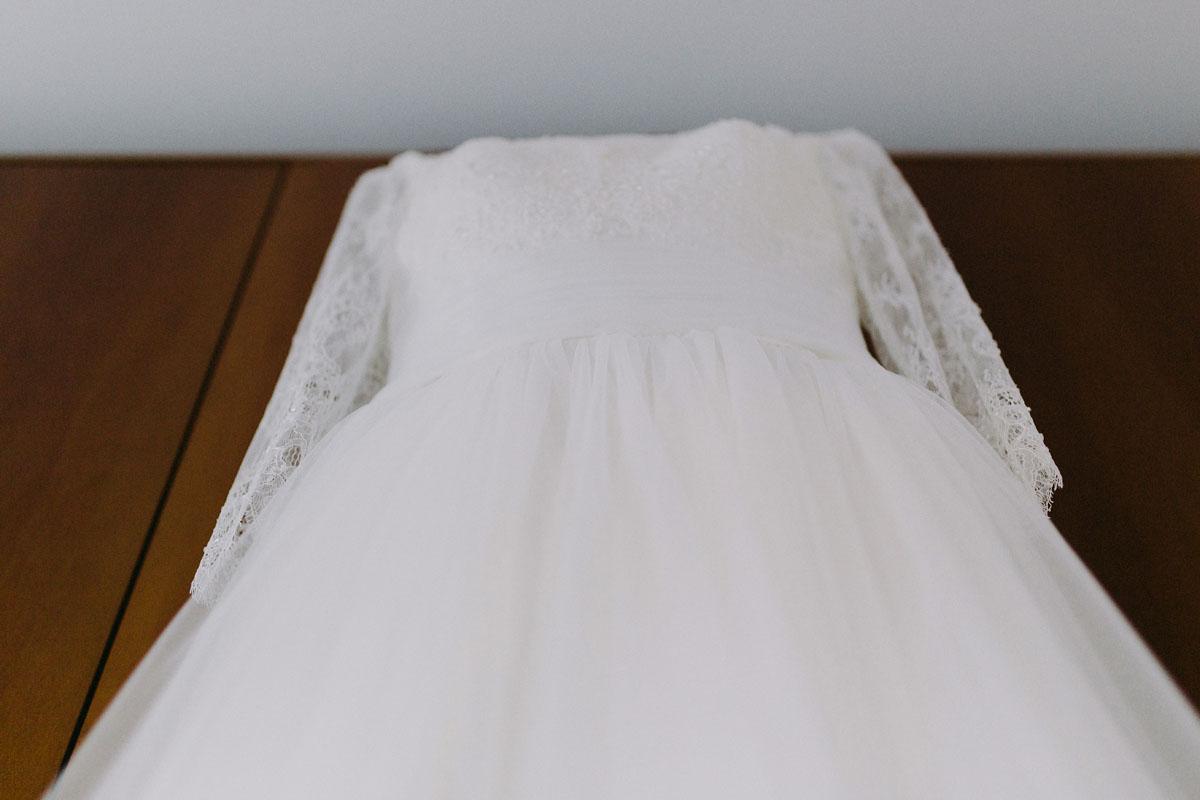 abito da sposa con maniche a tre quarti in pizzo